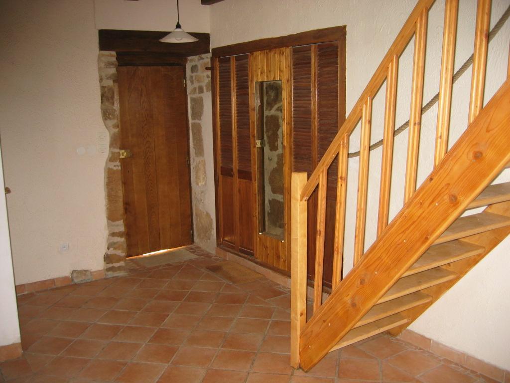 Entrée et escalier menant à l'étage